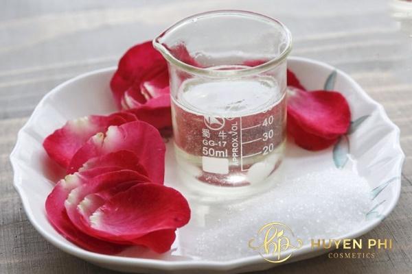Chuẩn bị đầy đủ các dụng cụ để có được nước hoa hồng nguyên chất đảm bảo