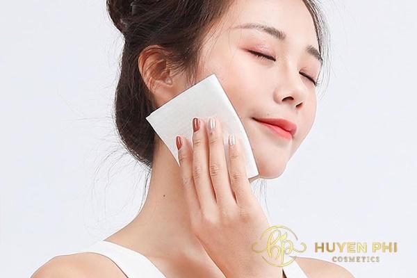 Tẩy trang rồi rửa mặt để tăng hiệu quả làm sạch da