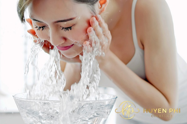 Rửa mặt giúp làm sạch da an toàn, nhanh chóng