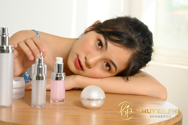 Toner và nước hoa hồng là hai sản phẩm khác nhau