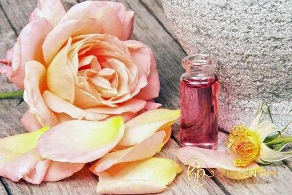 Nước hoa hồng cấp ẩm và làm dịu da nhanh chóng