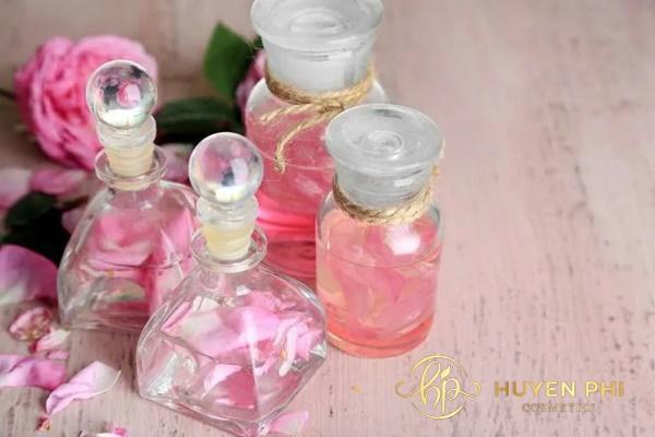 Nước hoa hồng không thể làm sạch da tối ưu
