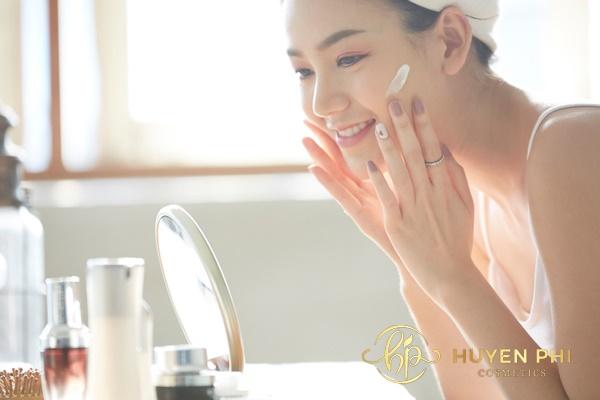 Kem chống nắng tạo lớp màng bảo vệ da trước ánh nắng mặt trời